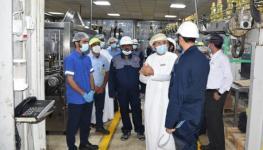 اليوسف خلال زيارة المصانع في الرسيل (2).jpg
