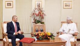 وزير الخارجية يستقبل وزير الدولة بوزارة الخارجية البريطانية.jpg