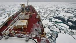 غرق سفينة بالقطب الشمالي.jpg