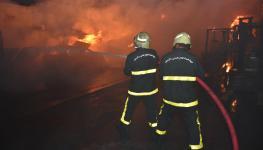 فرق الإطفاء تقوم بعملية مكافحة حريق11.jpg