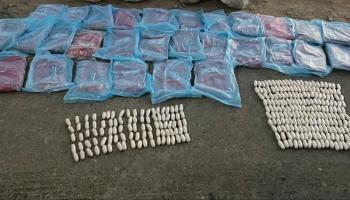 الشرطة تضبط متهمين اثنين في قضية مخدرات بجنوب الباطنة.jpg