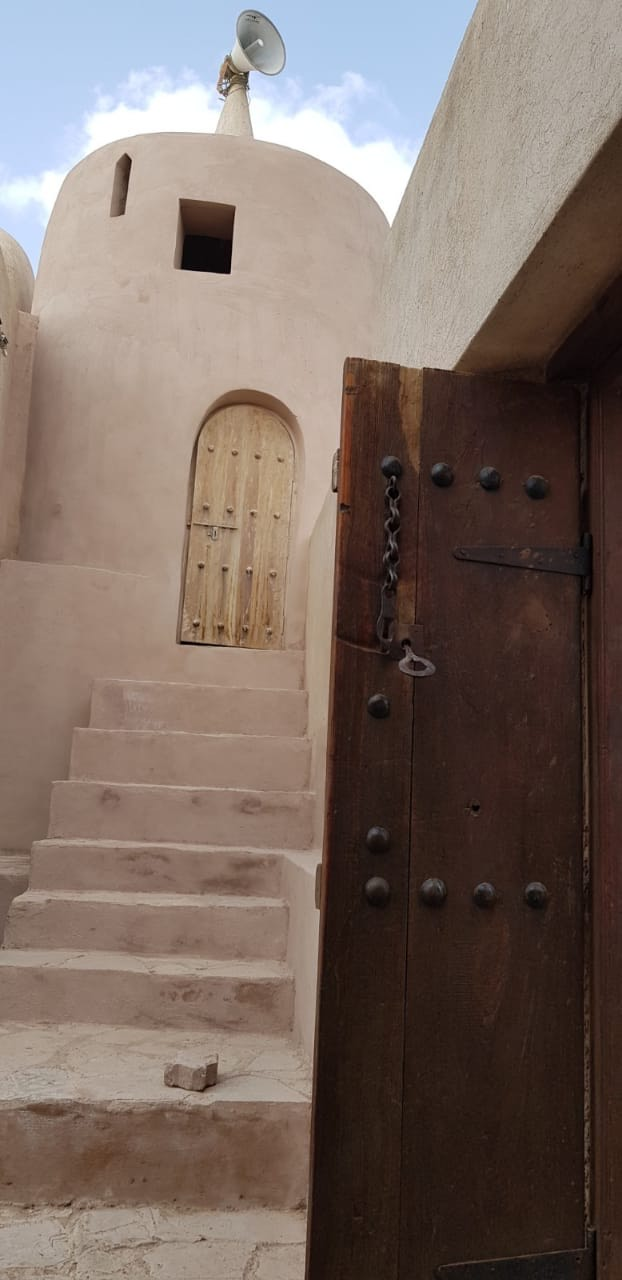البوابة الإعلامية وزارة الإعلام سلطنة عمان جامع القباب الشاهد على العمارة العمانية الإسلامية يستعيد بريقه من جديد